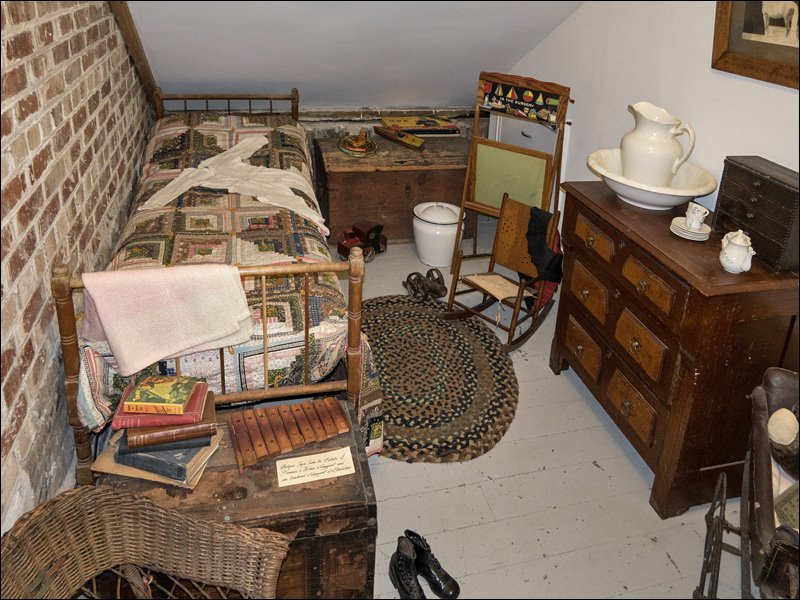 Sand Point Lighthouse - Child's Bedroom