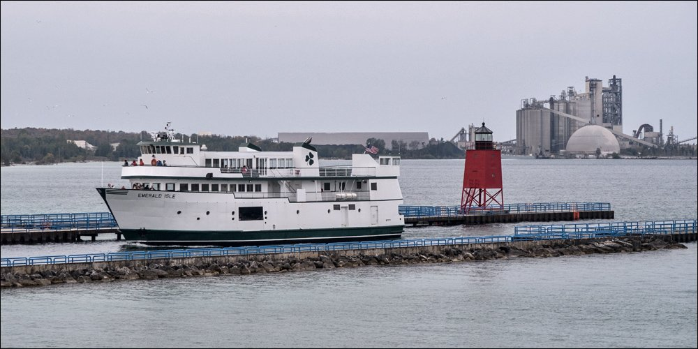 Emerald Isle Ferry entering channel