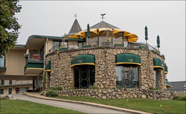 Weathervane Inn & Suites
