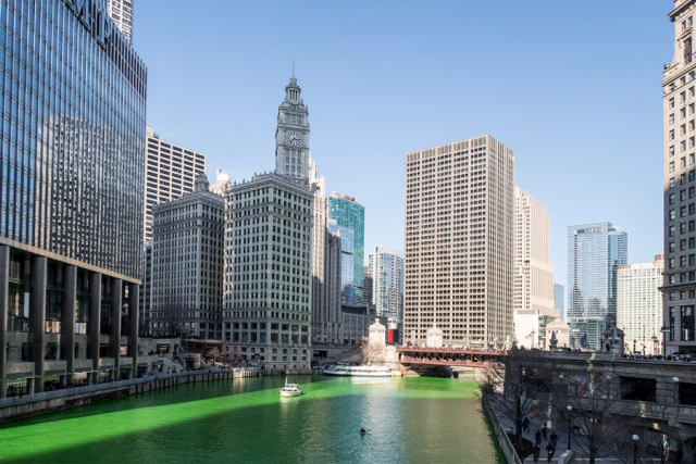 Chicago River Looking East